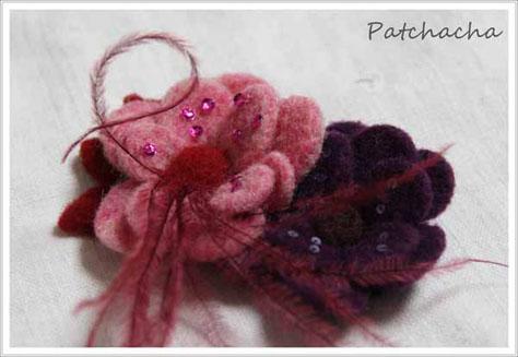 broche-laine-feutree-plume