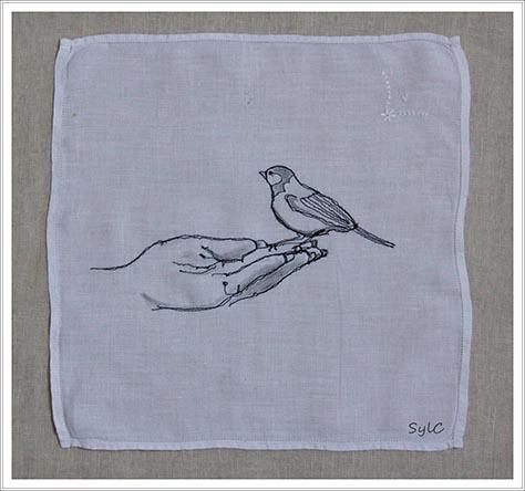 oiseau piqué sur tissu