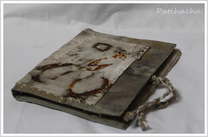couverture de carnet rouille et eco-print